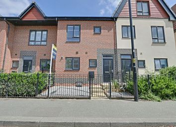 3 bed terraced house for sale in Hawthorn Avenue, Hull HU3