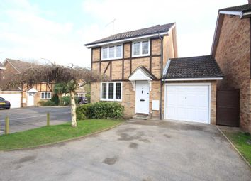 Thumbnail 3 bedroom detached house to rent in Tippits Mead, Binfield, Bracknell