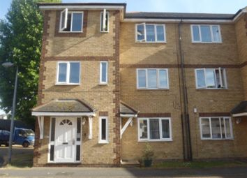 2 bed flat to rent in Vicarage Square, Grays RM17