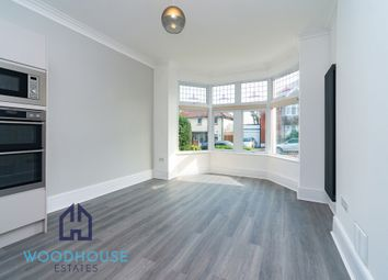 Oakhurst Avenue, East Barnet EN4. 2 bed flat