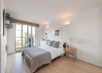 Thumbnail 1 bed flat to rent in New River Avenue, London