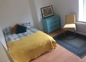 Thumbnail Room to rent in Hollybush Gardens, London