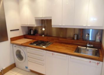 2 bed flat to rent in Meadowbank Place, Edinburgh EH8