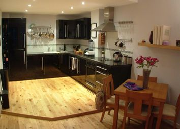 Thumbnail 2 bed flat to rent in South Parade, Leeds