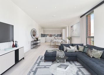 Thumbnail 2 bed flat for sale in Kiddermore Avenue, Hampstead