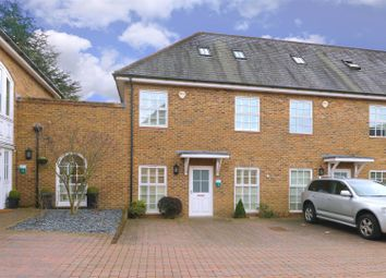 Broadfield Way, Aldenham, Watford WD25. 5 bed end terrace house