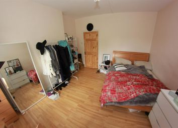 Thumbnail 5 bedroom shared accommodation to rent in Dellow Street, London