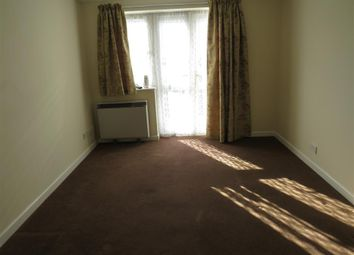Thumbnail 2 bed flat to rent in Queenstown Road, Southampton