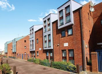Thumbnail 2 bedroom flat for sale in Wycliffe End, Aylesbury