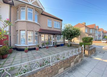 Beehive Lane, Ilford IG4. 5 bed terraced house