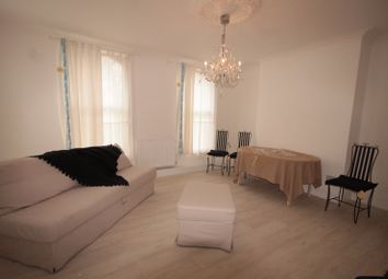 Thumbnail 2 bed flat to rent in Sandringham Road, Hackney
