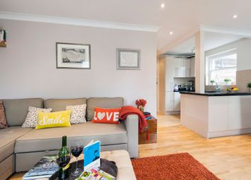Thumbnail 1 bed flat to rent in Courtfield Road, Kensington, London