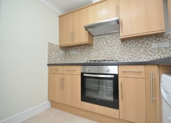 2 bed flat to let in Station Road