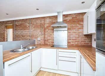 Thumbnail 2 bedroom flat to rent in High Street, Hull