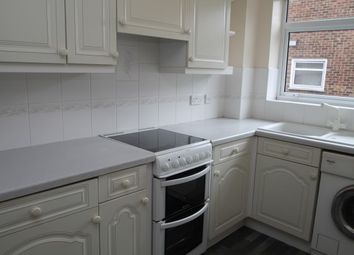 2 bed flat to rent in Old Lodge Lane, Purley CR8