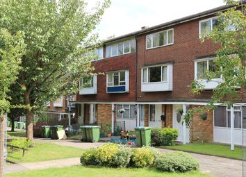 Thumbnail 2 bed flat to rent in Oakways, London