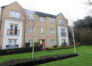 2 bed flat to rent in Christmas Street, Gillingham, Kent ME7