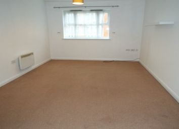 2 bed flat to rent in Gloucester Close, Redditch B97