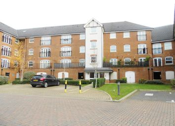 2 bed flat to rent in Woodfield Road, Crawley RH10