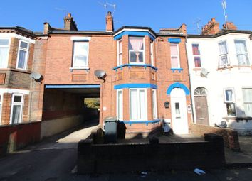 Thumbnail 3 bed flat for sale in Cromwell Road, Luton