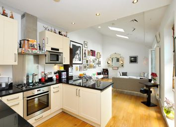 Thumbnail 2 bed mews house for sale in Prices Mews, Islington, London