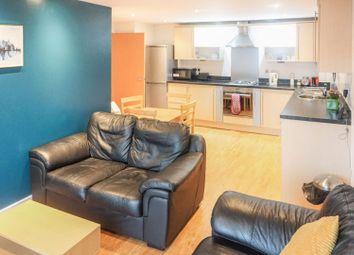 2 bed flat to rent in Elmira Way, Salford M5