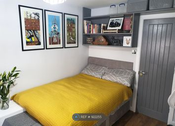 Room to rent in Clifford Close, Northolt UB5