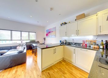 Thumbnail 2 bed flat to rent in Battersea Bridge Road, London