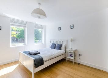 Thumbnail 2 bed flat to rent in Gideon Road, Battersea, London