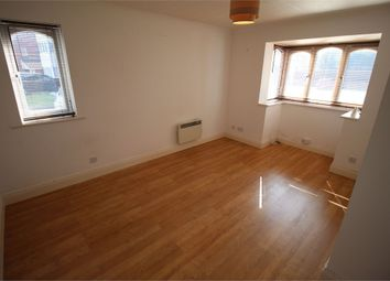 1 bed flat to rent in Vicarage Close, Northolt, Middlesex UB5