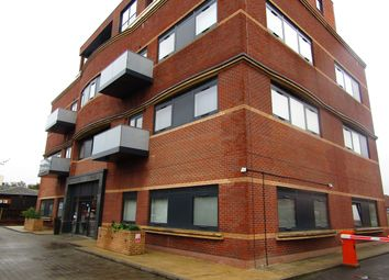 Thumbnail 1 bed flat to rent in Bath Road, Slough