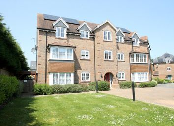 Thumbnail 2 bed flat to rent in Brookfield Close, Horsham