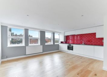 3 bed flat to rent in Balham High Road, London SW17