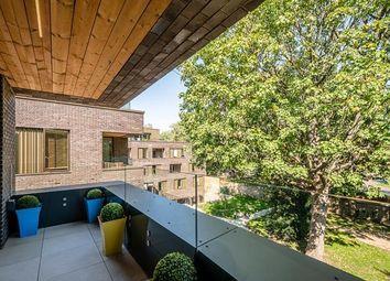 Hackney Gardens, London E8. 3 bed flat for sale