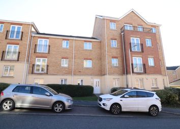 2 bed flat to rent in Coniston Avenue, Purfleet RM19