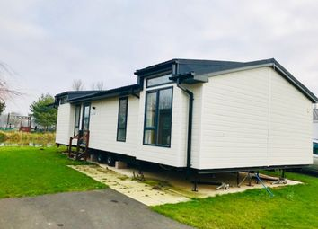 Thumbnail 2 bedroom mobile/park home for sale in Crow Lane, Great Billing, Northampton