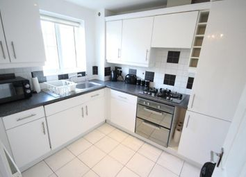 2 bed flat to rent in Gidea Park, Romford RM2