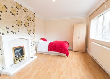 Room to rent in White City Road, White City W12