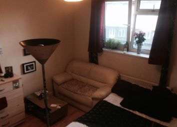 Thumbnail Room to rent in Mantus Close, London