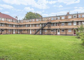Thumbnail Flat to rent in Oakhall Drive, Sunbury On Thames