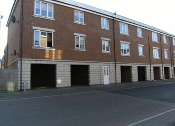 Thumbnail 1 bed flat to rent in Ladbrooke Road, Breydon Park, Great Yarmouth