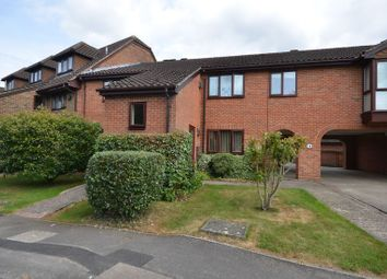 Thumbnail 2 bed flat to rent in Wiltshire Drive, Wokingham