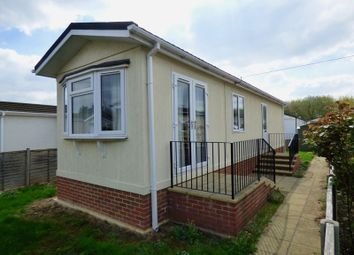 Thumbnail 2 bedroom mobile/park home for sale in Strande Park, Cookham, Maidenhead