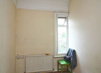 Thumbnail 3 bed flat for sale in Fairfield Street, London