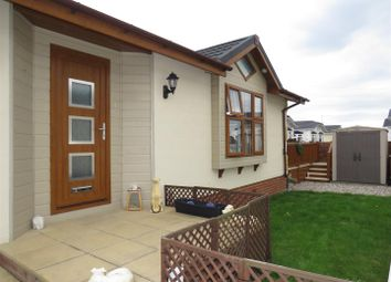 Thumbnail Mobile/park home for sale in Hawthorn Close, Hayes Country Park, Battlesbridge
