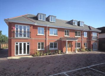 Thumbnail 2 bed flat to rent in Winnersh, Wokingham