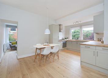 Thumbnail 1 bed flat to rent in Earlsfield Road, London