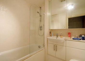 Lowry House, Canary Wharf, London E14. 3 bed flat