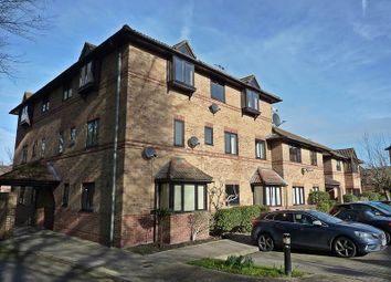 2 bed flat for sale in Polehampton Close, Twyford, Reading RG10