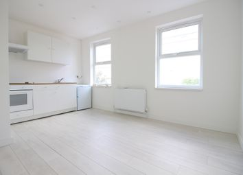 Thumbnail 1 bed flat to rent in Seven Sisters Road, Holloway, London